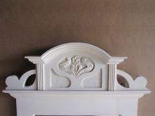 Lustro z rzeżbioną koroną